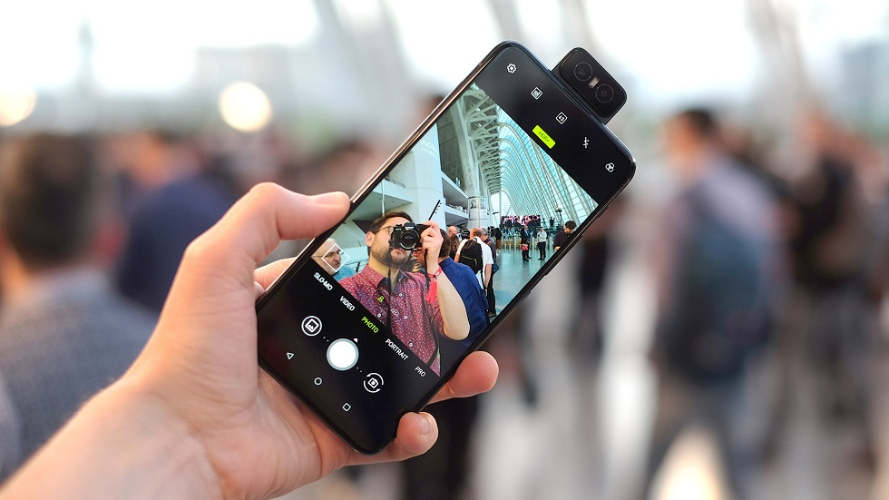 Asus' ZenFone 6! Flipping Camera and Huge Battery