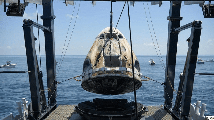 SpaceX Crew Dragon returns